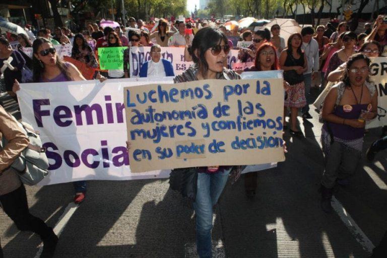 Mujeres se manifiestan contra la prohibición del aborto en CDMX