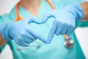 doctora especialista, bajos riesgos del aborto realizado en Clínicas ILE