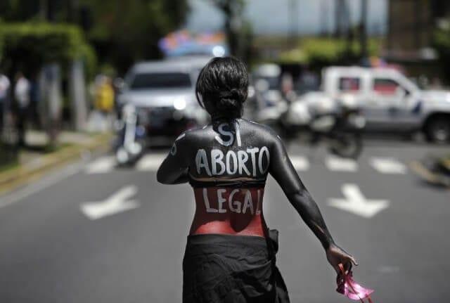 por despenalización y aumento de causales para abortar en Querétaro