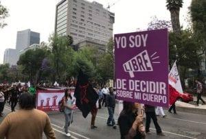 Mujeres se manifiestan en día de la mujer en CDMX