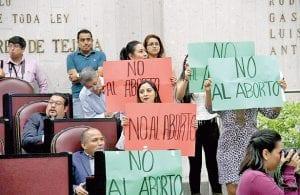 Mujeres se manifiestan contra la despenalización del aborto en Veracruz