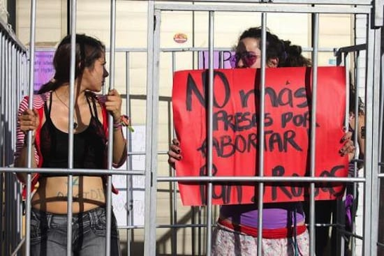 MUjeres protestan por las presas en abortar en Tamaulipas