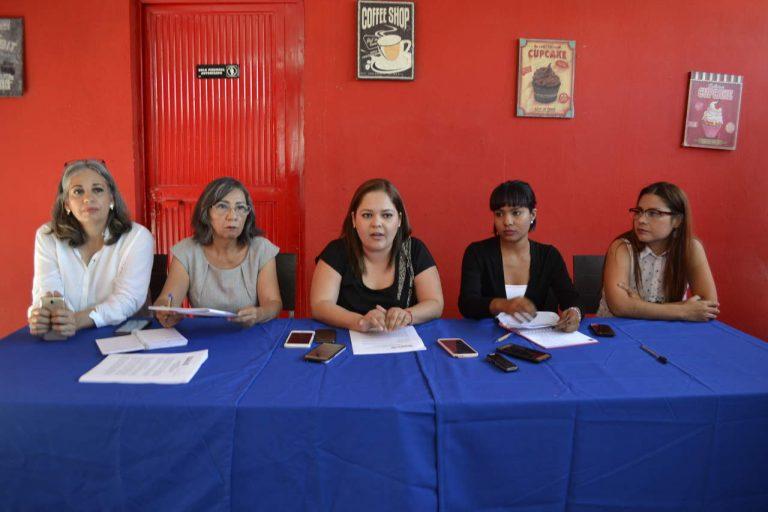 Integrantes de organizaciones feministas exigen despenalización del aborto en Coahuila en rueda de prensa