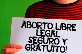 Pancarta con la leyenda aborto libre legal seguro y gratuito