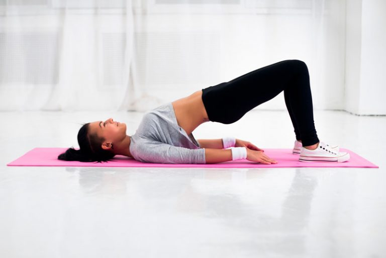 mujer realizando ejercicios de kegel